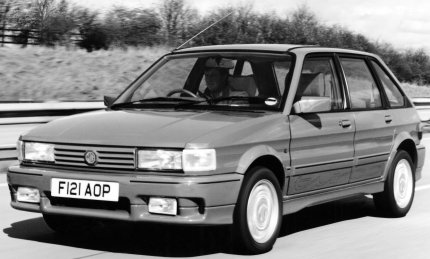 Black and White picture of an MG Maestro Turbo